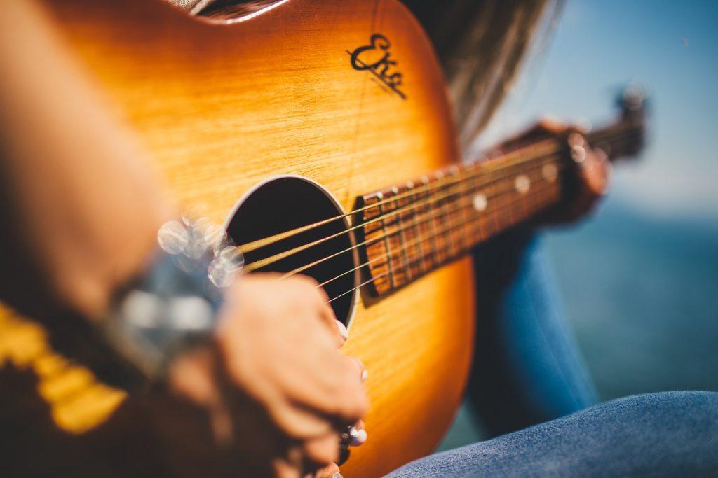 Gitarrensaiten Test, Gitarrensaiten wechseln