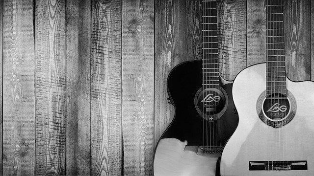 Gitarren an Wand befestigen und aufhängen