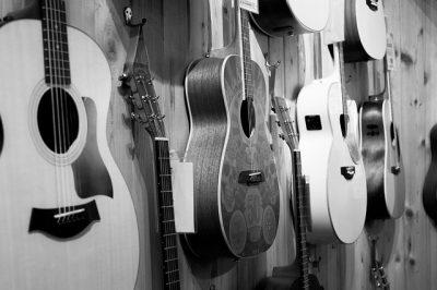 gitarre an die wand hängen , Gitarre Halterung Wand